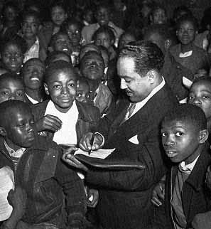 Hughes with students in Atlanta during Negro History Week 1947. Griffith J. Davis. ifocus